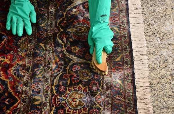 استفاده از حوله بهترین ابزار برای شستن فرش گرانقیمت
