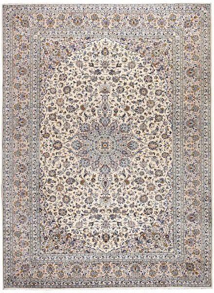 وجود یک ترنج در مرکز از ویژگی مدلهای فرش کاشان