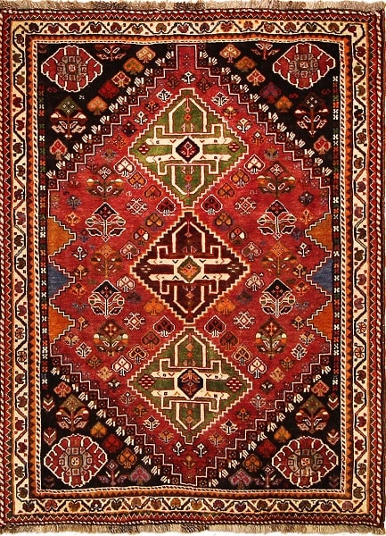 مدلهای فرش قشقایی تلفیق نقوش هندسی و رنگهای قرمز و نارنجی