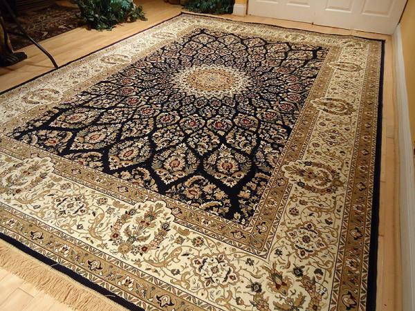 فرش اکریلیک نزدیکترین بافت را به فرش دستباف پشمی دارد.
