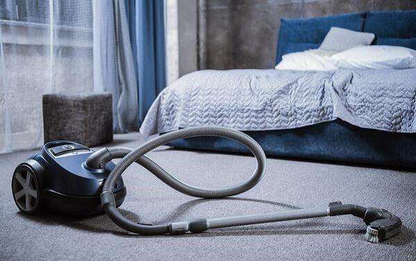 کشیدن جاروبرقی منظم بهترین راه پاکسازی آلودگی بیدزدگی فرش است