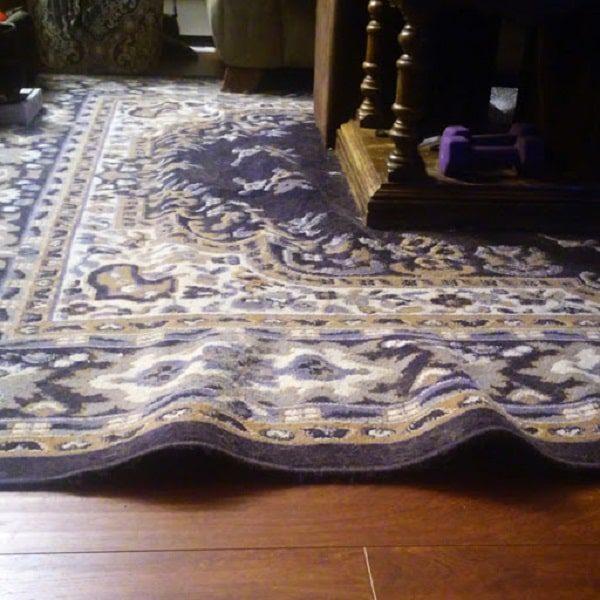 کشیدگی وسایل سنگین بر روی فرش باعث شکلگیری کیسی فرش میشود