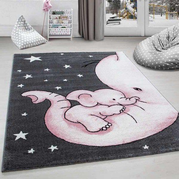 مناسبترین نوع مواد به کار رفته در فرش کودک الیاف مصنوعی مقاوم در برابر لکه و الکتریسیته است
