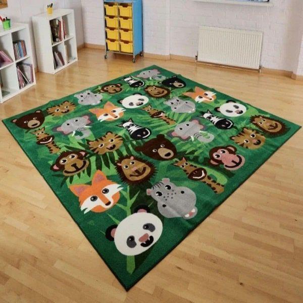فرش کودک با رنگهای شاد و روشن انتخاب مناسبی برای اتاق کودکان است