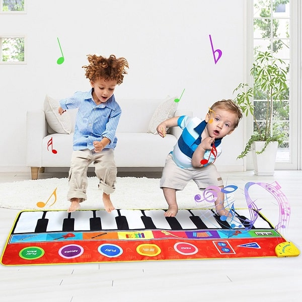 توجه به میزان دوام و ماندگاری یکی از فاکتورهای اصلی در هنگام خرید فرش کودک است