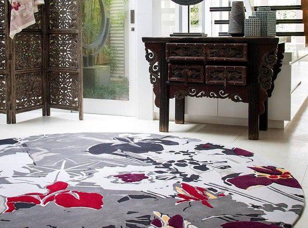 فرش ها به دو دسته سنتی و مدرن تقسیم بندی می شوند و افراد باید فرش ایده آل خود را در تناسب با سبک دکوراسیون فضای مورد نظر تنظیم نمایند.